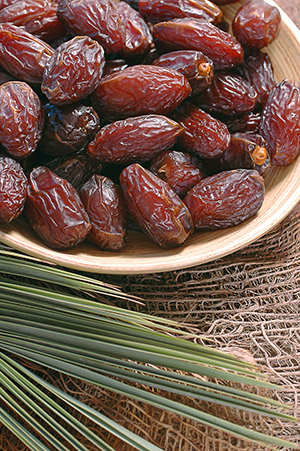 Tuv Hamoshav - Dates